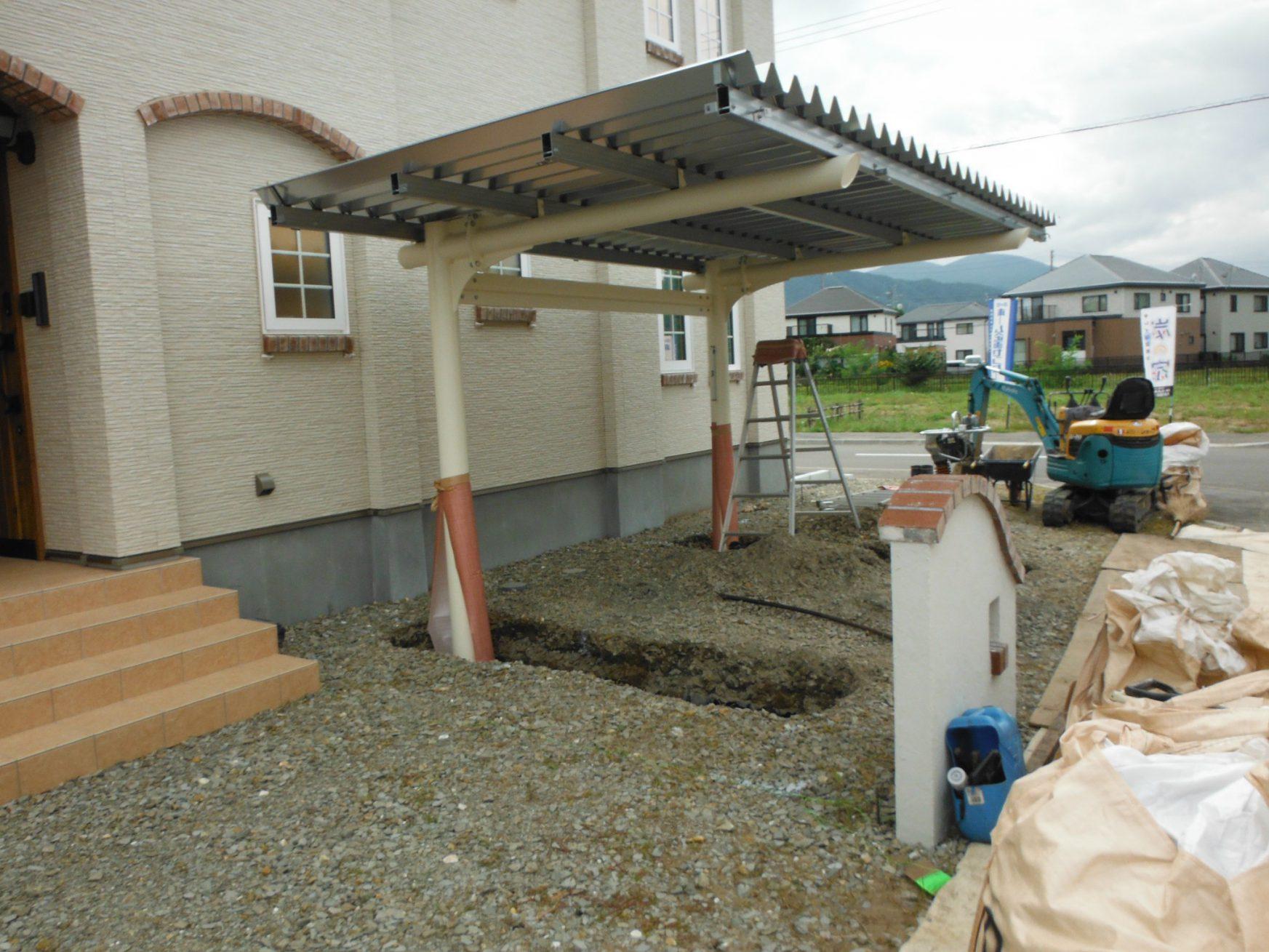 柱・ビーム・母屋・屋根材設置